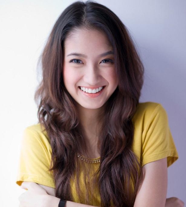 beautiful-asian-girl-picture-id180462584