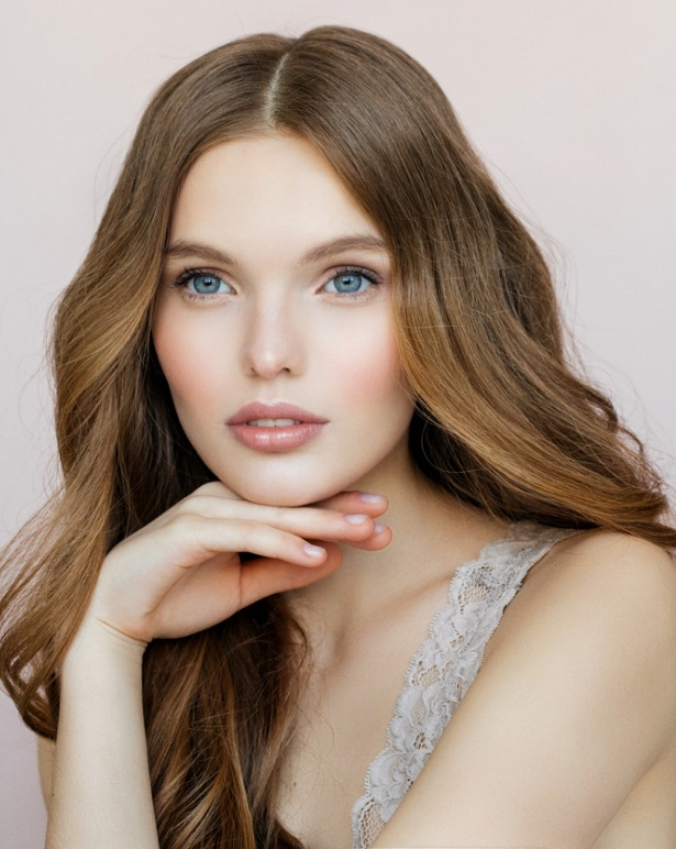 beautiful-woman-with-makeup-picture-id901642956